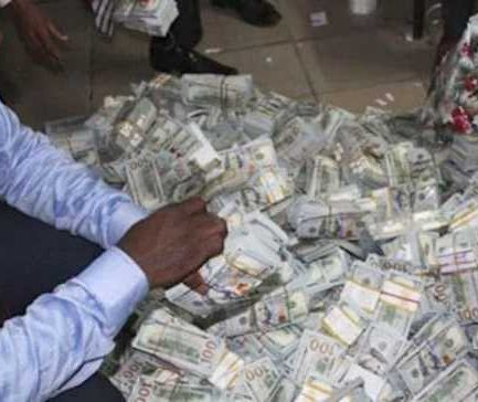 N13bn Ikoyi Flat whistleblower eventually gets his commission; guess what happened to him after
